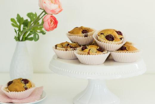 Muffins mit Kirschen