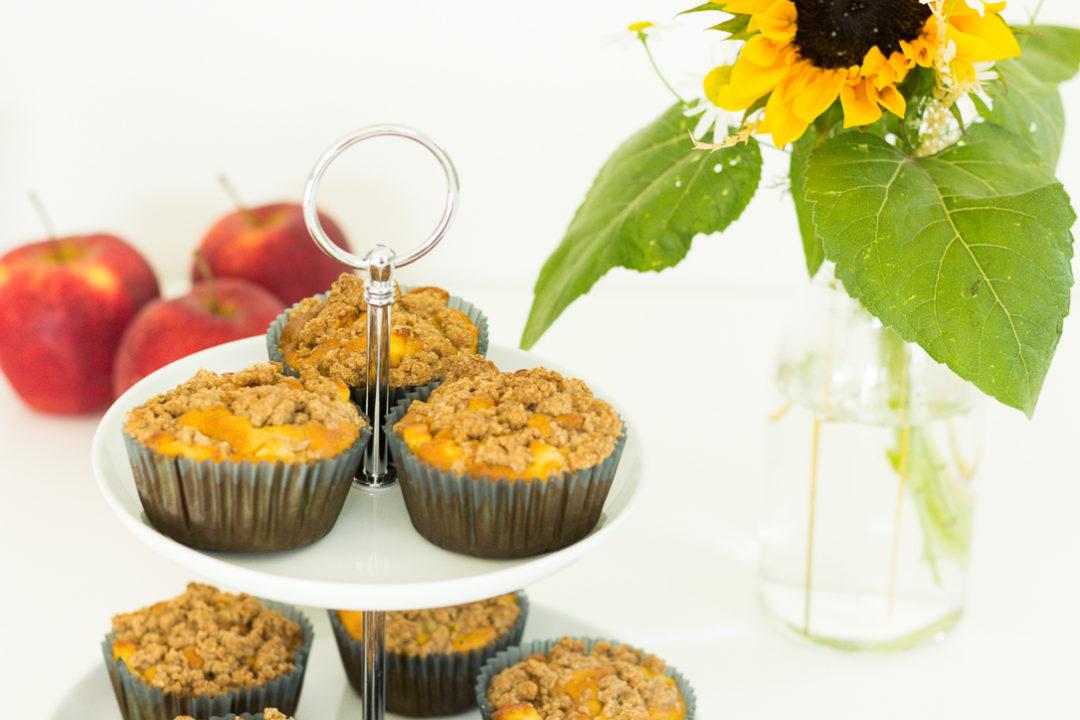 apfel muffins mit zimstreuseln perfekt f r den herbstanfang. Black Bedroom Furniture Sets. Home Design Ideas