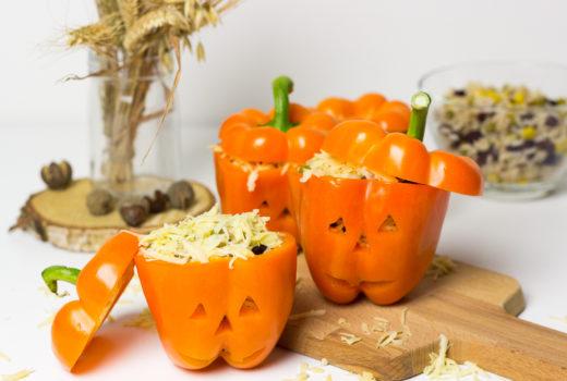 Reisgefüllte Paprika im Halloween-Style