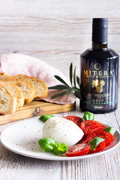Tomate und Mozzarella mit Olivenöl